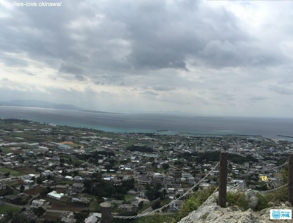 沖縄本島を望む