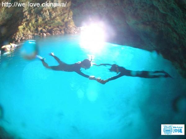 沖縄本島人気スポット!「恩納村・青の洞窟」ってどう楽しむのがおすすめ?マリンショップの人に聞いてみた。