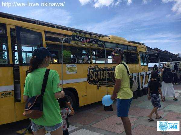 レトロな黄色いバス