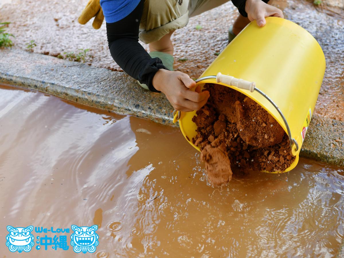 土を撹拌する水槽に戻す