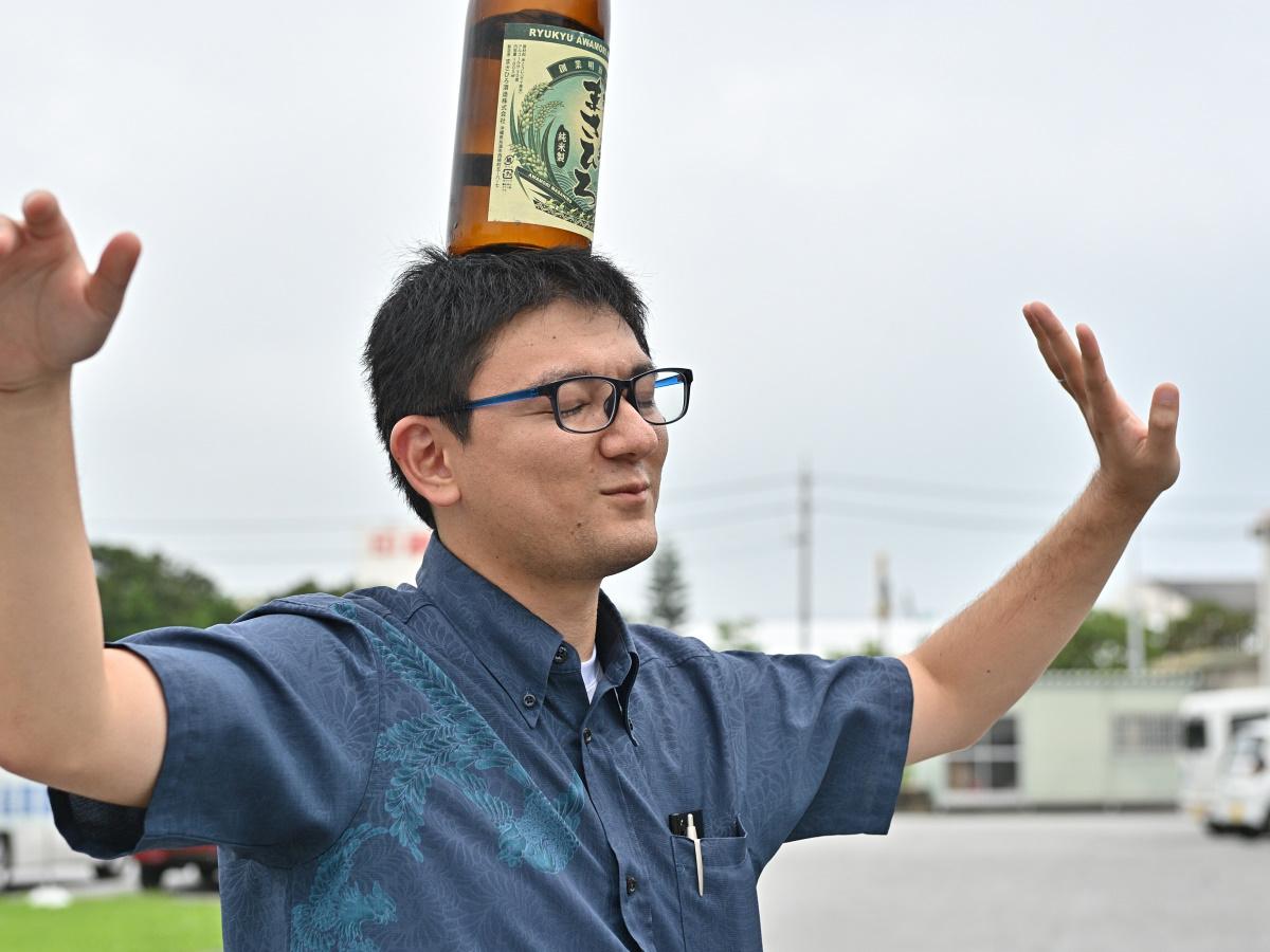 館長、圧巻の瓶踊り