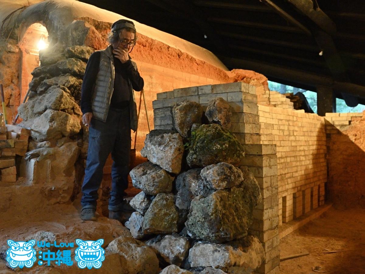 北窯壁作り_35_琉球石灰岩を積み上げていく