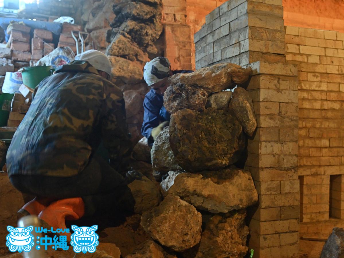 北窯壁作り_34_琉球石灰岩を積み上げていく