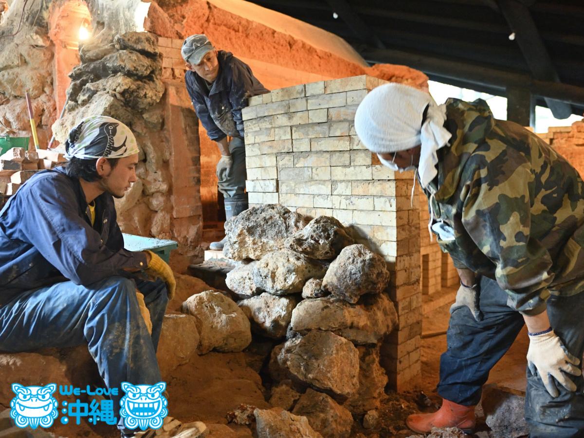 北窯壁作り_33_琉球石灰岩を積み上げていく