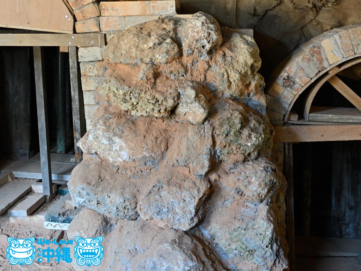 北窯壁作り_36_琉球石灰岩を積み上げて完成した状態