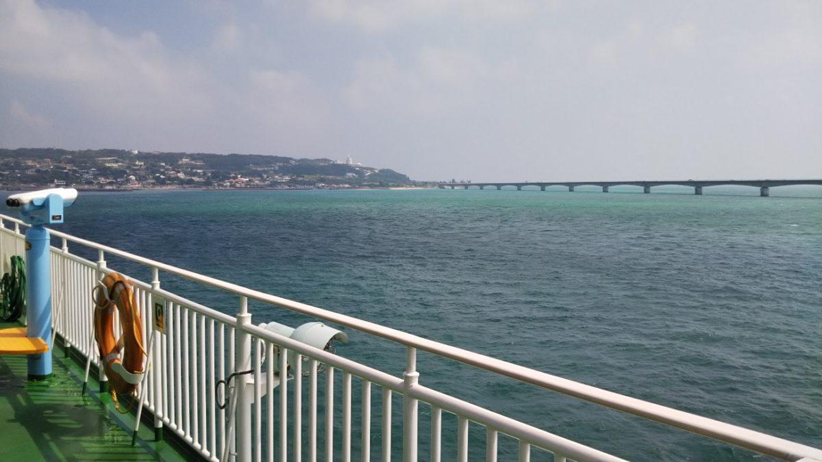 フェリーいぜな尚円から見える海の風景