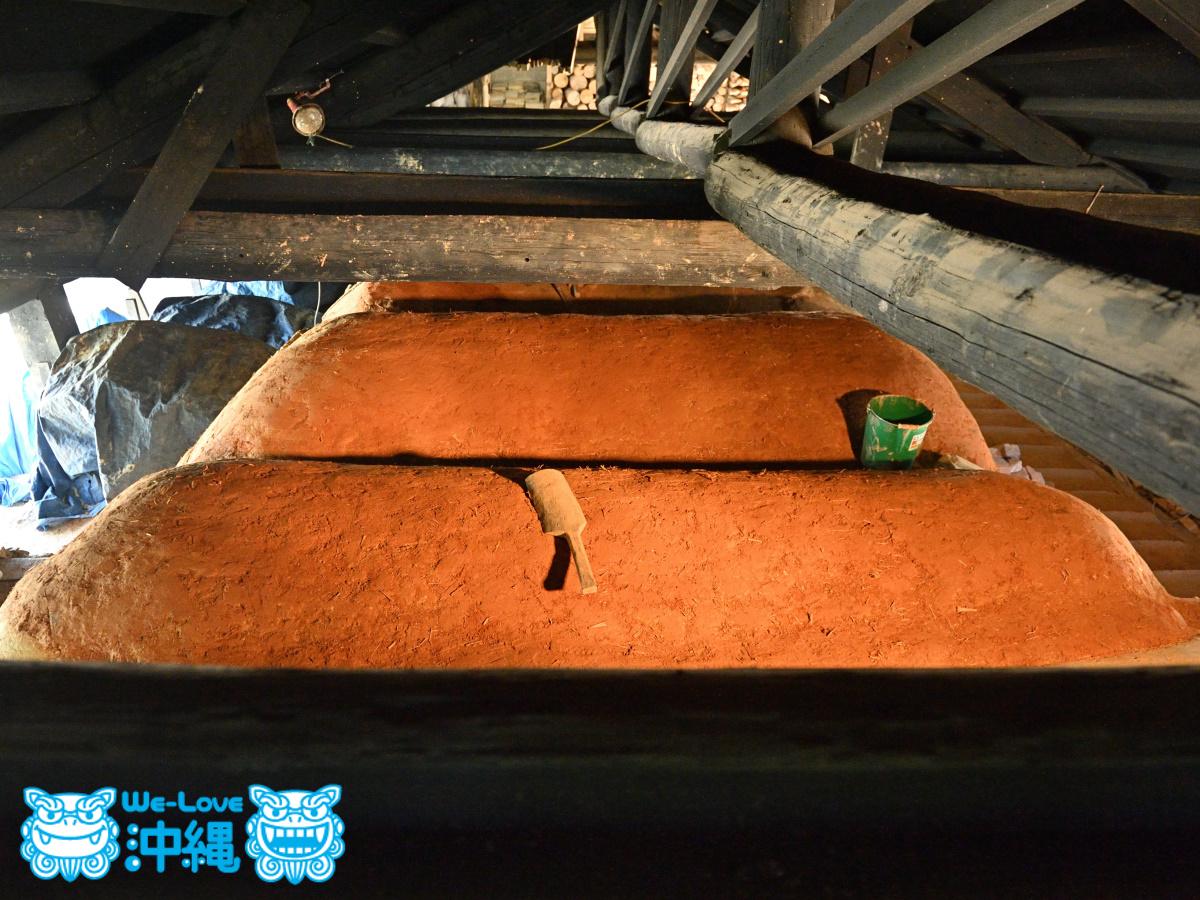 読谷山焼・北窯の登り窯屋根作り