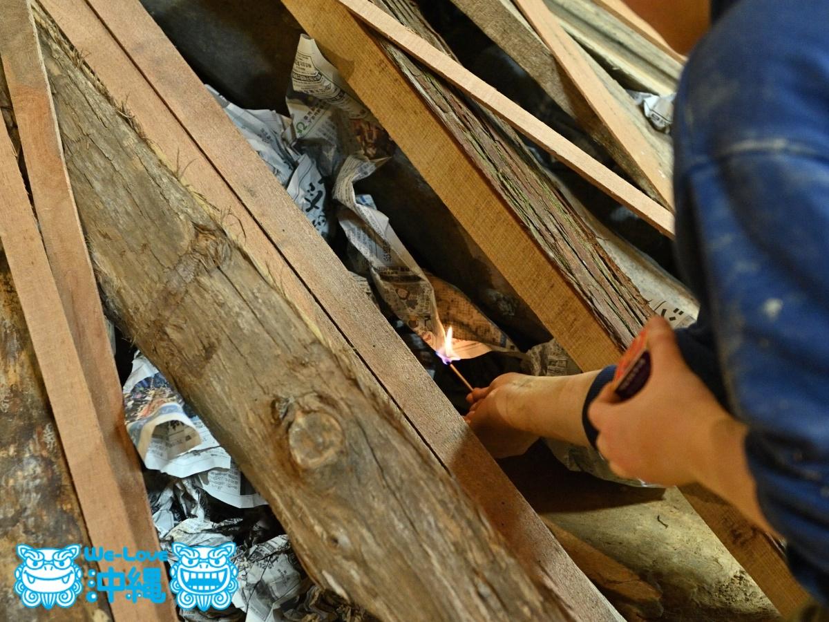 読谷山焼・北窯の登り窯とやちむん作り、窯に火を入れる