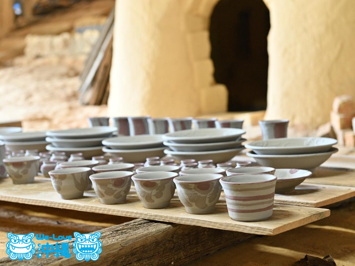 読谷山焼・北窯の登り窯とやちむん作り、窯詰め・棚組み