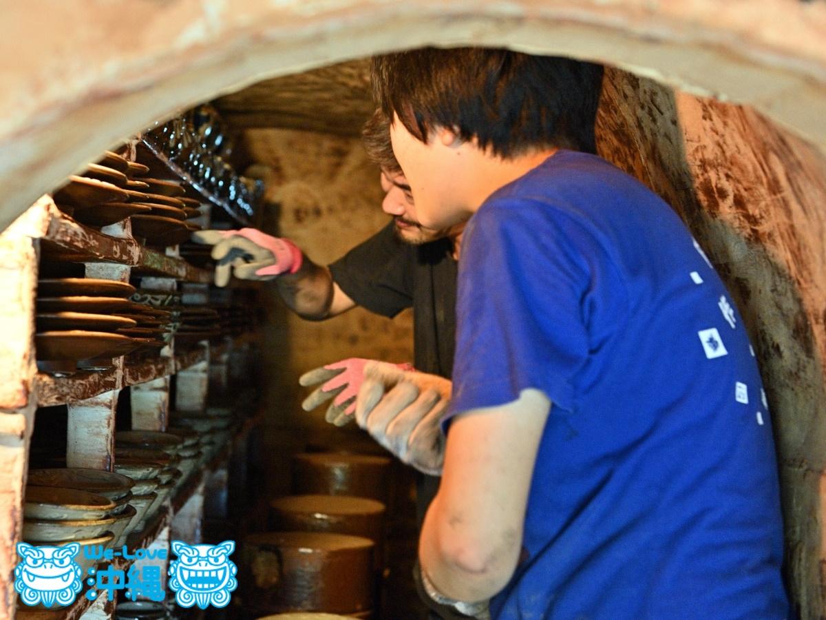 読谷山焼・北窯の登り窯とやちむん作り、窯出し