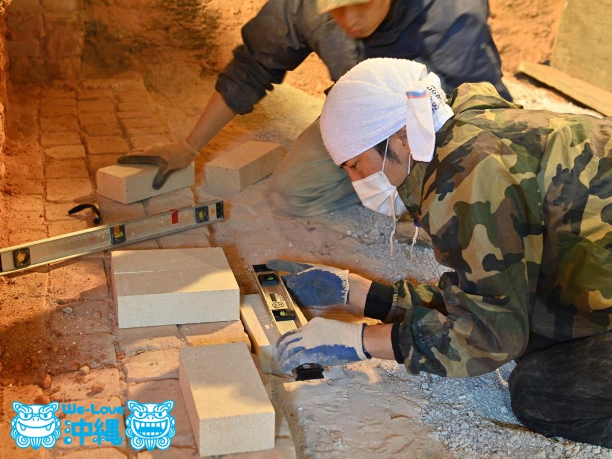 読谷山焼・北窯の登り窯とやちむん作り、窯修理編・基礎部分と「にんじん」作り