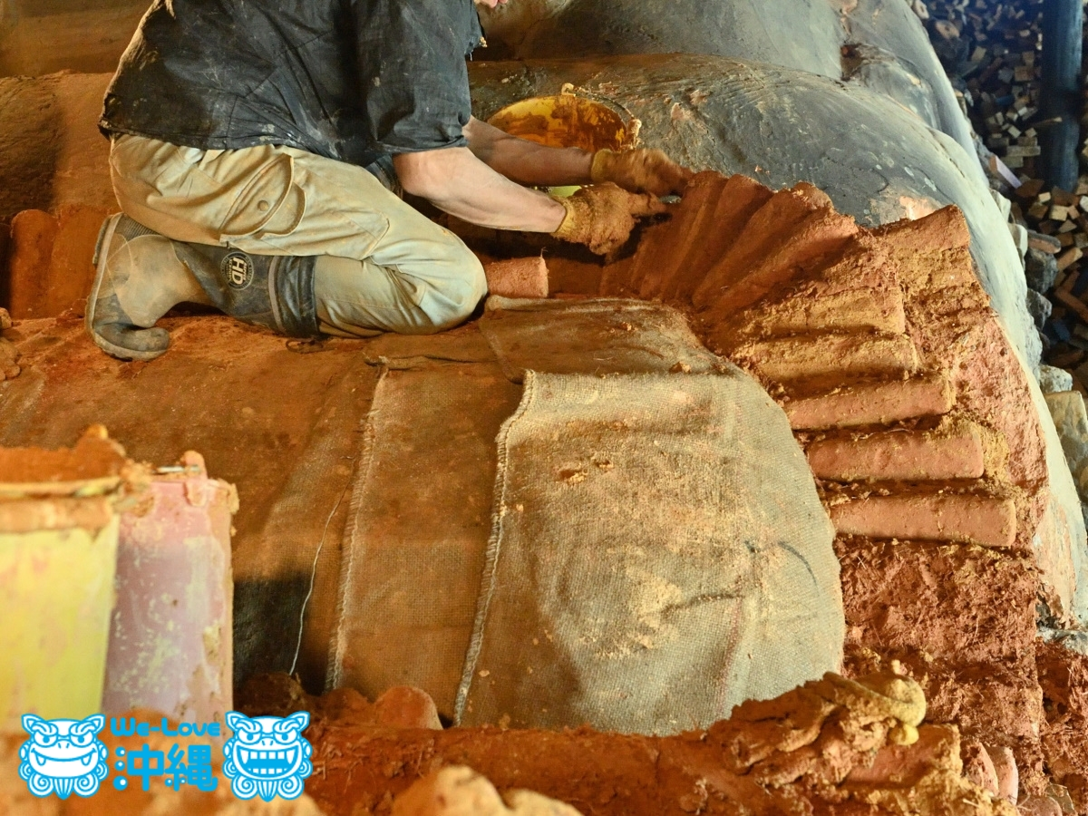 読谷山焼・北窯の登り窯とやちむん作り、窯修理編・屋根作り